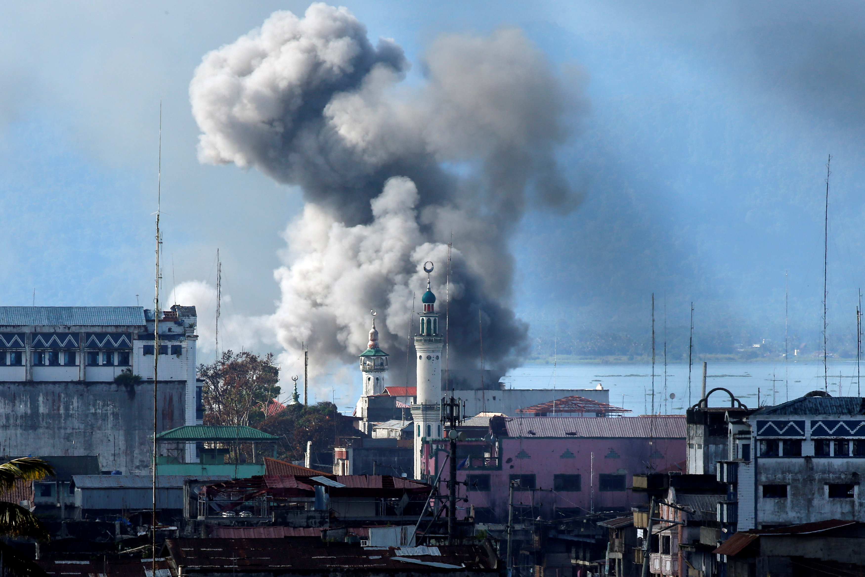 FILE PHOTO: An explosion is seen after a Philippines army aircraft released a bomb during an airstrike as government troops continue their assault against insurgents from the Maute group in Marawi city June 27, 2017. REUTERS/Jorge Silva/File Photo