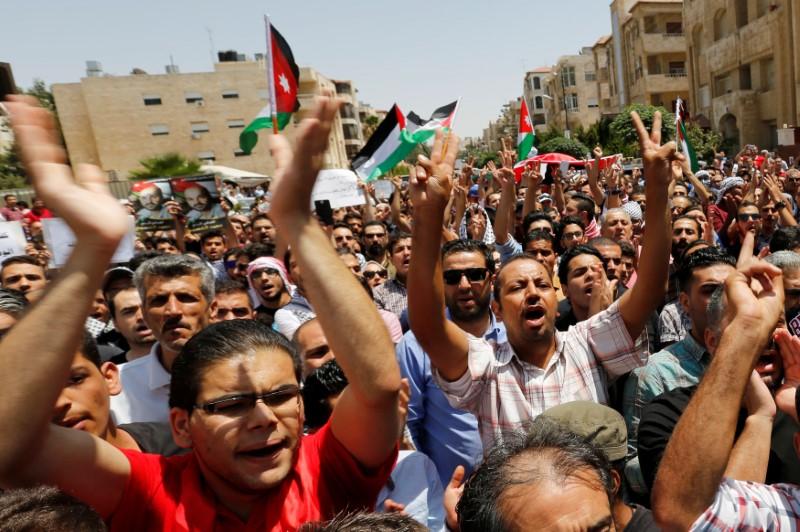 Protestors chanting slogans during a demonstration near the Israeli embassy in Amman, Jordan July 28, 2017. REUTERS/Muhammad Hamed