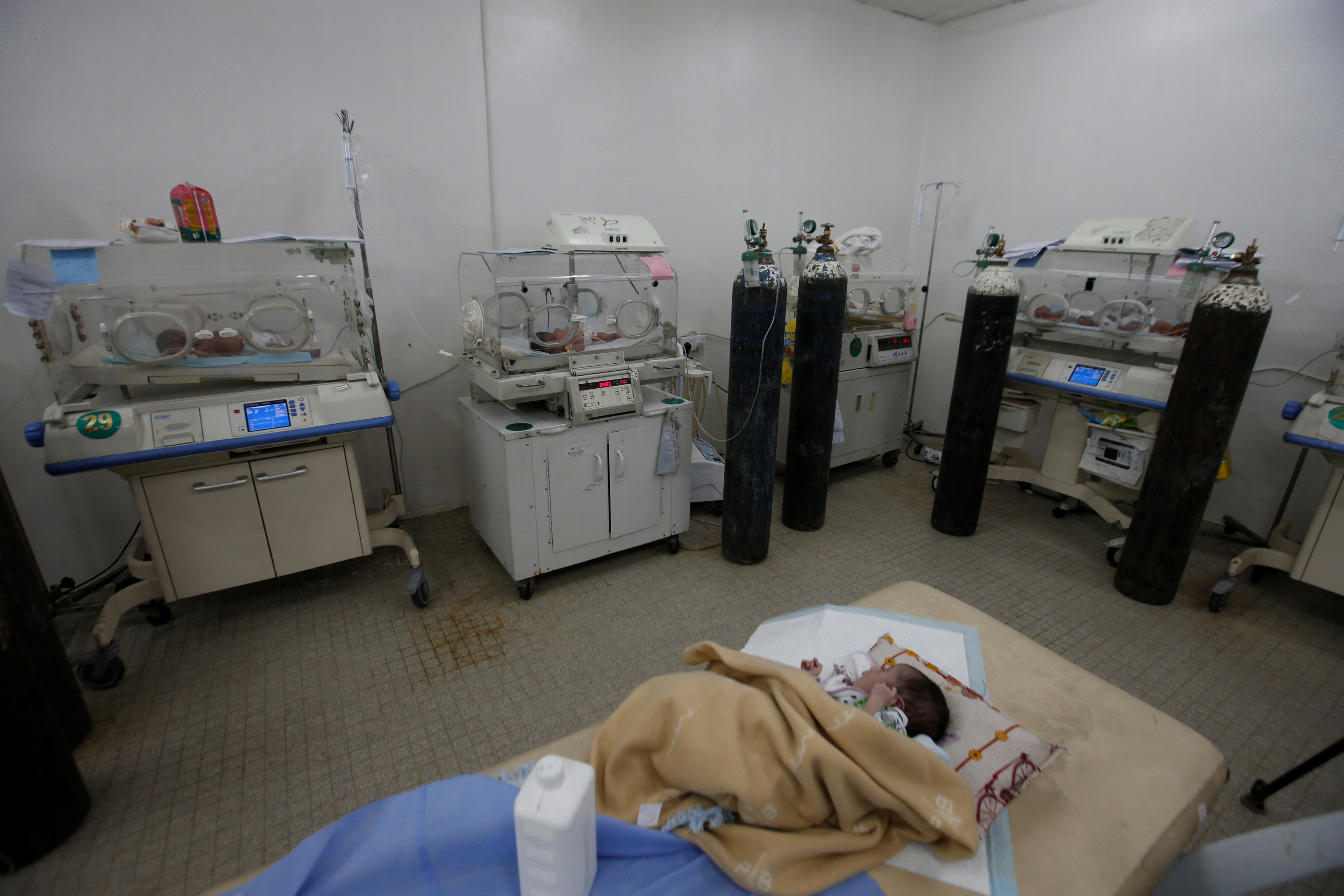 New life amid the ruins of Mosul's maternity hospital