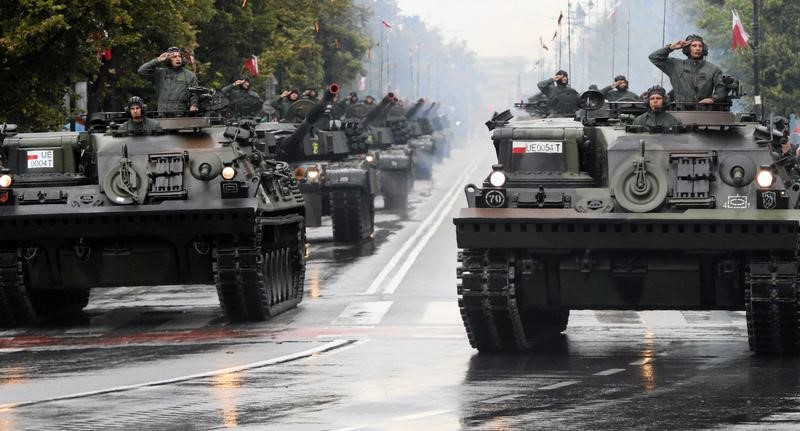 FILE PHOTO: Polish troops parade during National Army Day parade in Warsaw, Poland August 15, 2016. Agencja Gazeta/Slawomir Kaminski/via REUTERS