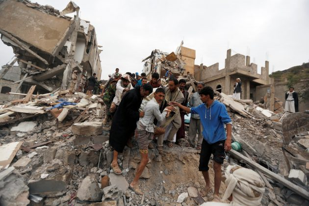 People carry the body of a woman they recovered from under the rubble of a house destroyed by a Saudi-led air strike in Sanaa, Yemen August 25, 2017. REUTERS/Khaled Abdullah