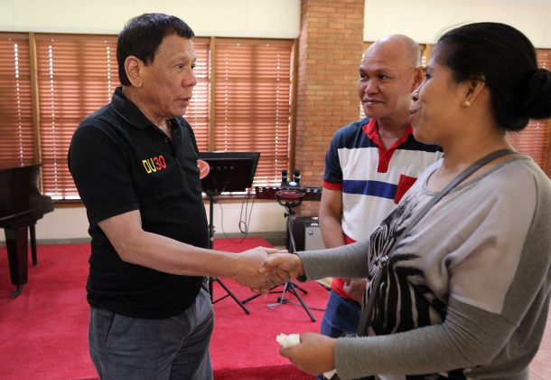Philippine President Rodrigo Duterte greets Lorenza de los Santos and husband Saldy, parents of 17-year-old high school student Kian Delos Santos, who was killed recently in police raid in line with the war on drug, during their visit at Malacanang presidential complex in metro Manila, Philippines August 28, 2017