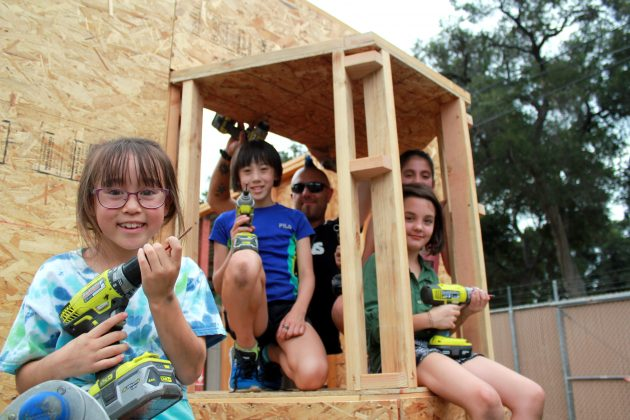 California school children help build tiny homes for LA's homeless