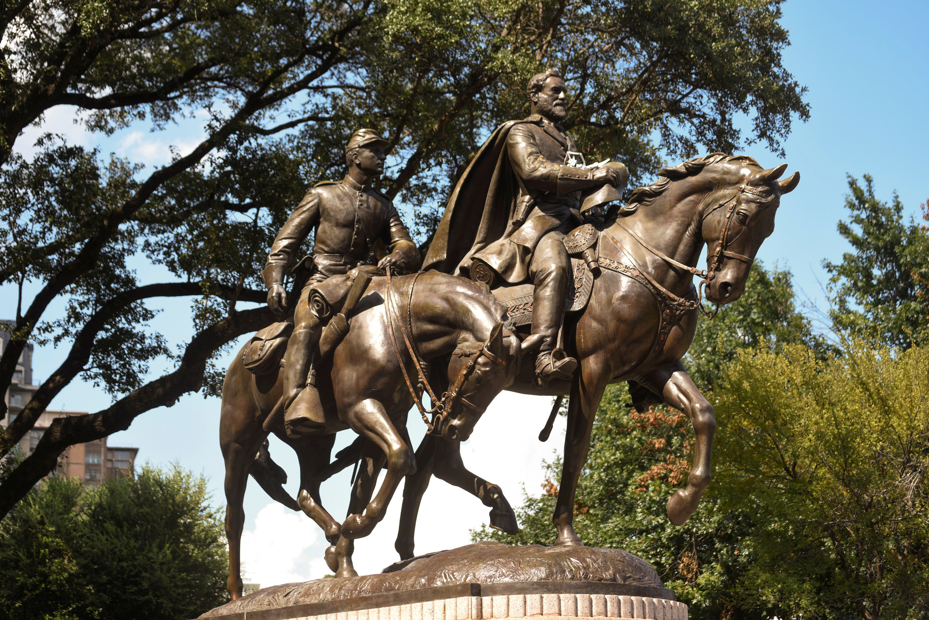FILE PHOTO: The statue of Robert E. Lee is seen in Dallas, Texas, U.S. August 19, 2017. REUTERS/Rex Curry/File Photo