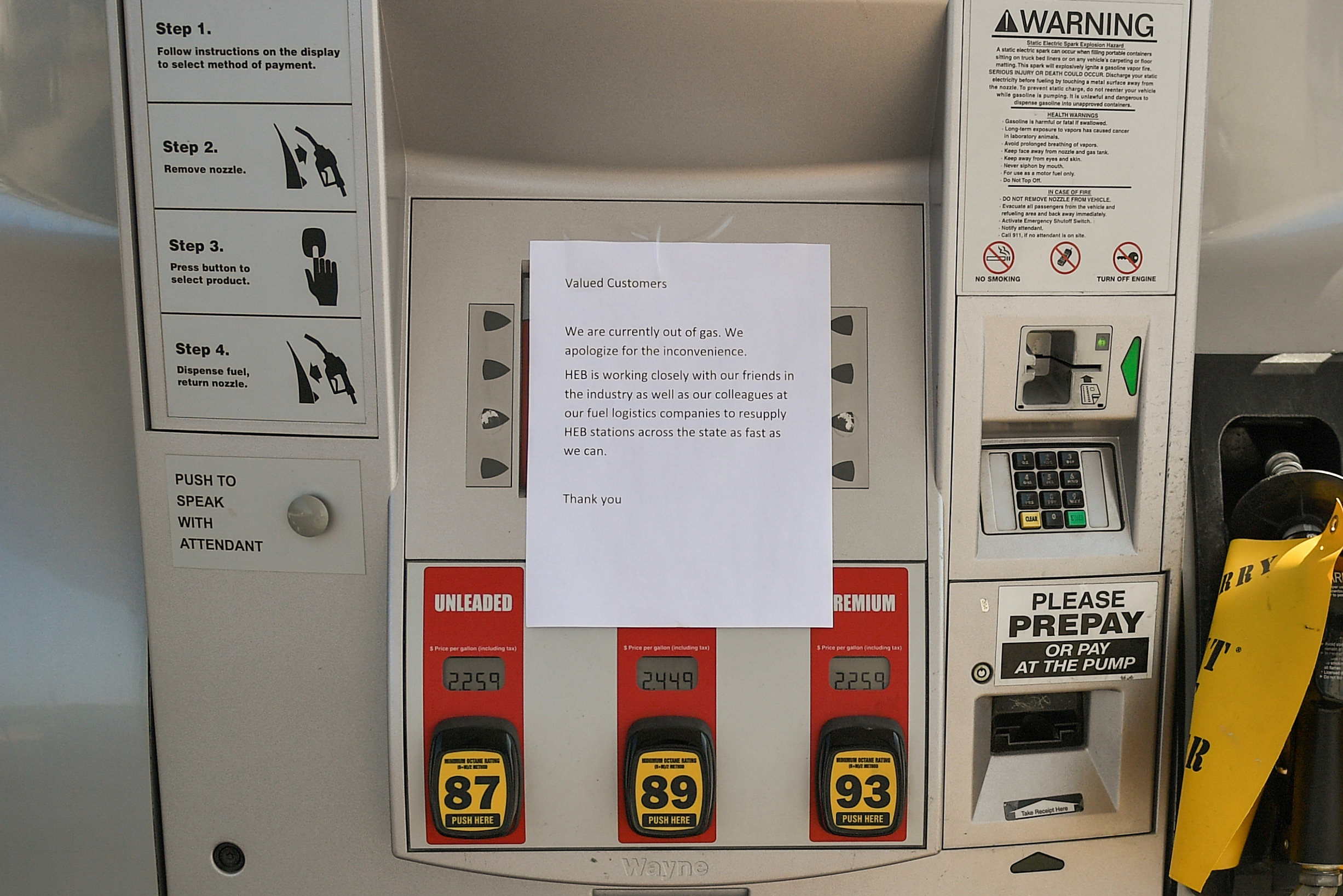 A note is left on a gas pump in the aftermath of Hurricane Harvey in Cedar Park, Texas, U.S., September 1, 2017. REUTERS/Mohammad Khursheed