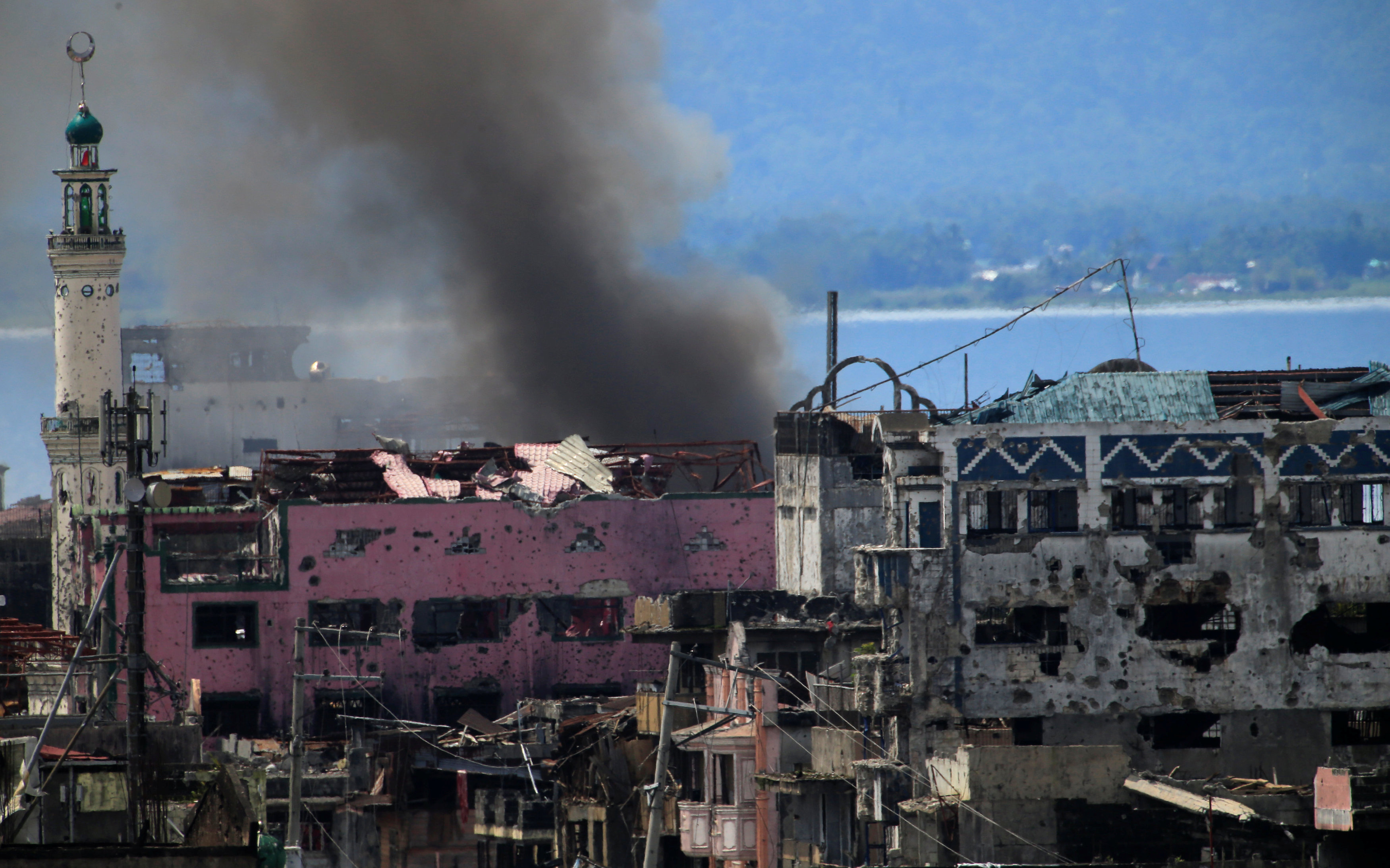 Smoke billows from a burning building as government troops continue their assault on its 105th day of clearing operations against pro-IS militants who have seized control of large parts of Marawi city, southern Philippines September 4, 2017.