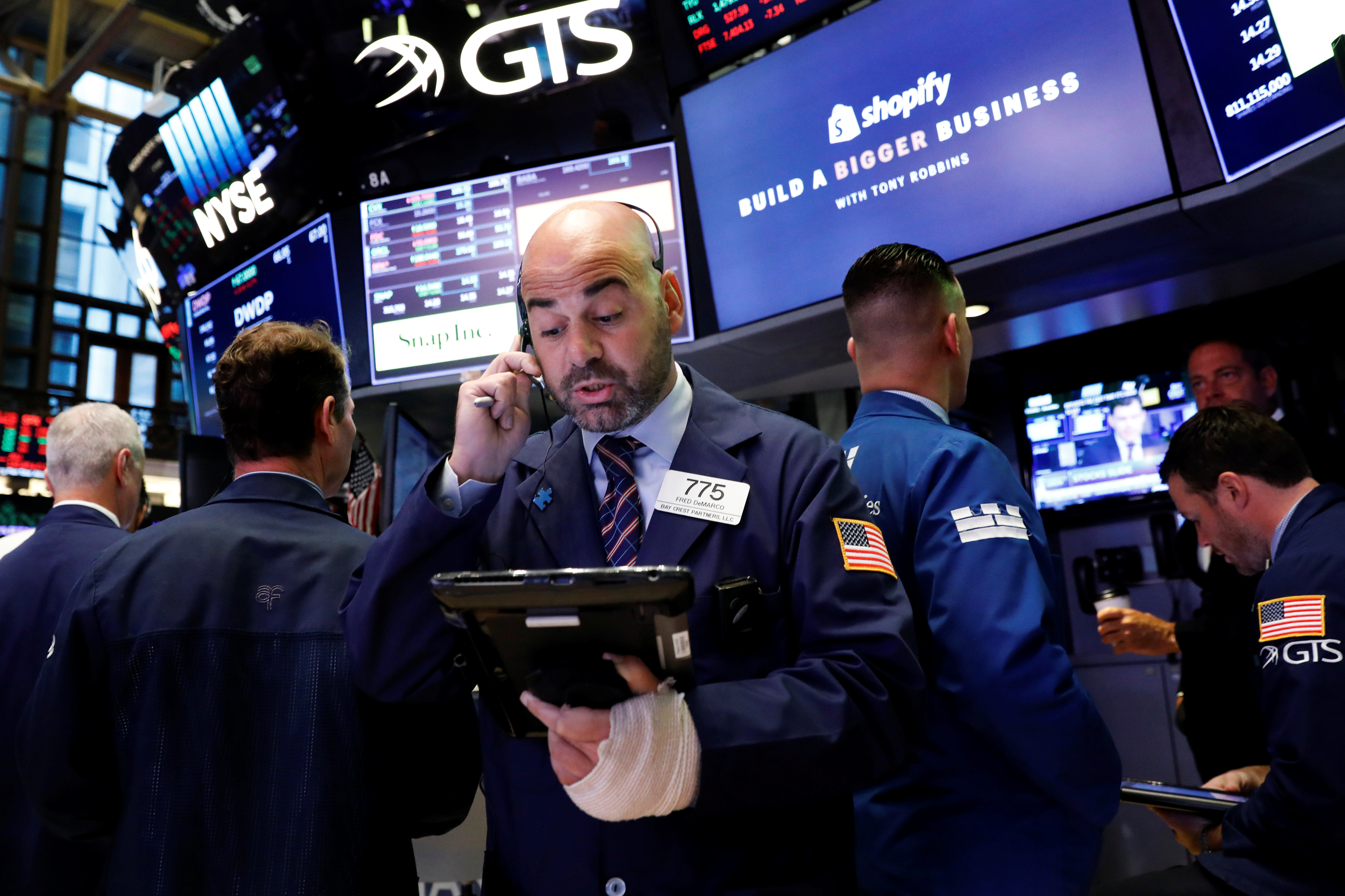 Traders work on the floor of the New York Stock Exchange (NYSE) in New York, U.S., September 5, 2017. REUTERS/Brendan McDermid