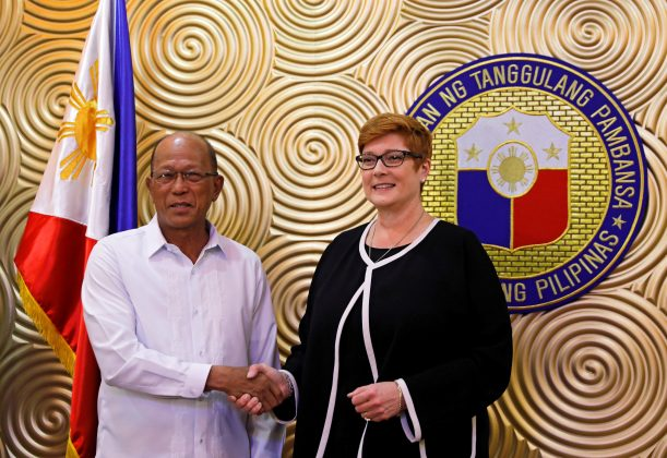 Australian Defense Minister Marise Payne shakes hands with her Filipino counterpart Delfin Lorenzana, before their meeting to discuss military strategy and assistance in the Philippines' fight against Islamist militants in Marawi, at Villamor Air Base in Pasay, Metro Manila, Philippines, September 8, 2017. REUTERS/Erik De Castro