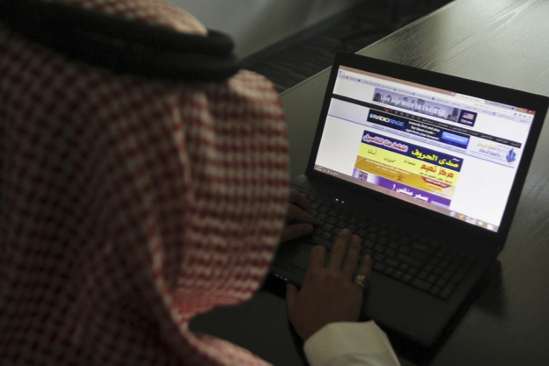 A Saudi man explores a website on his laptop in Riyadh February 11, 2014. REUTERS/Faisal Al Nasser