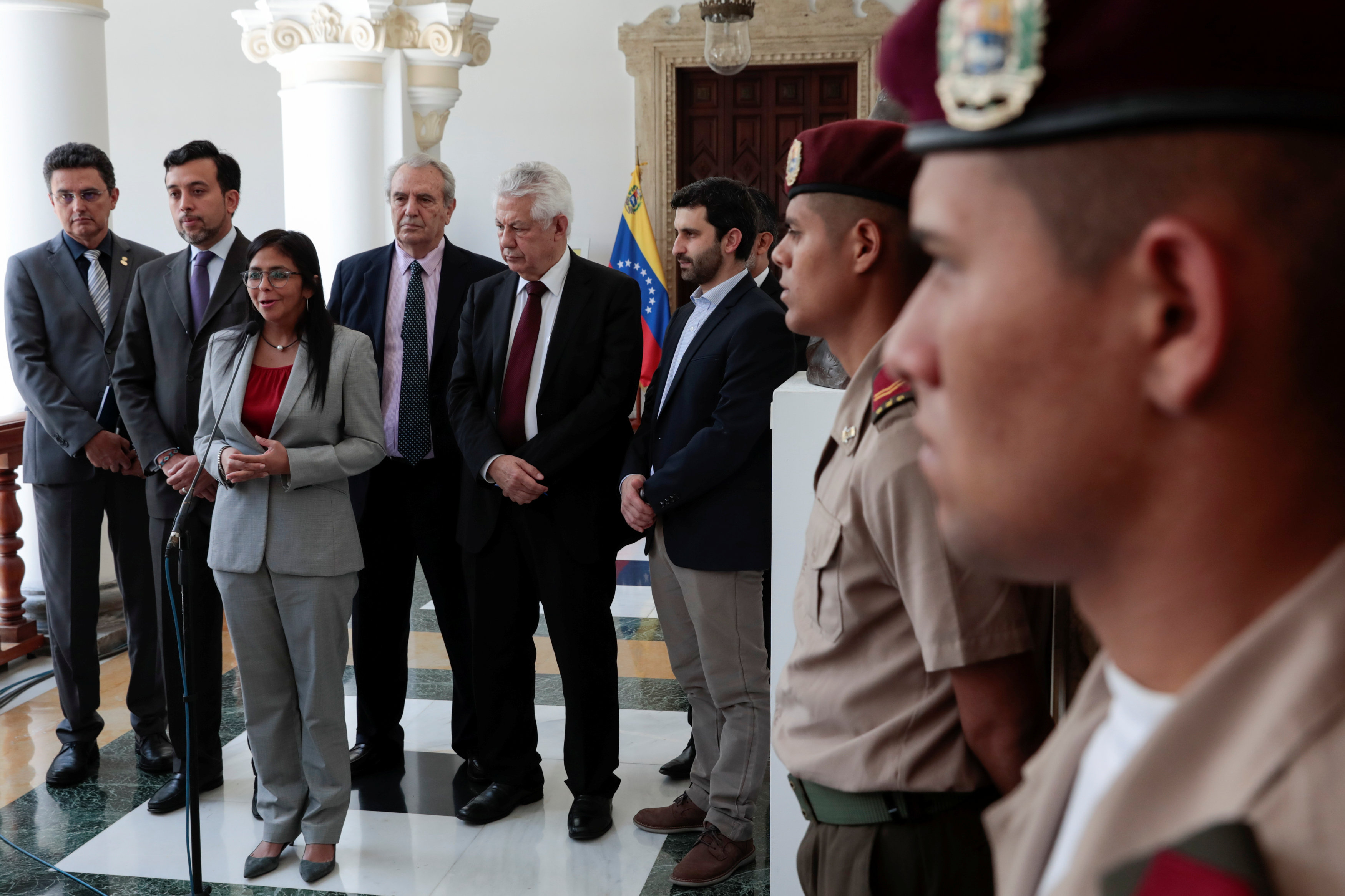 President of Venezuela's National Constituent Assembly Delcy Rodriguez (3-L) talks to the media next to members of the Parlasur, the parliament of the Mercosur trade bloc, after their meeting in Caracas, Venezuela September 15, 2017. REUTERS/Marco Bello