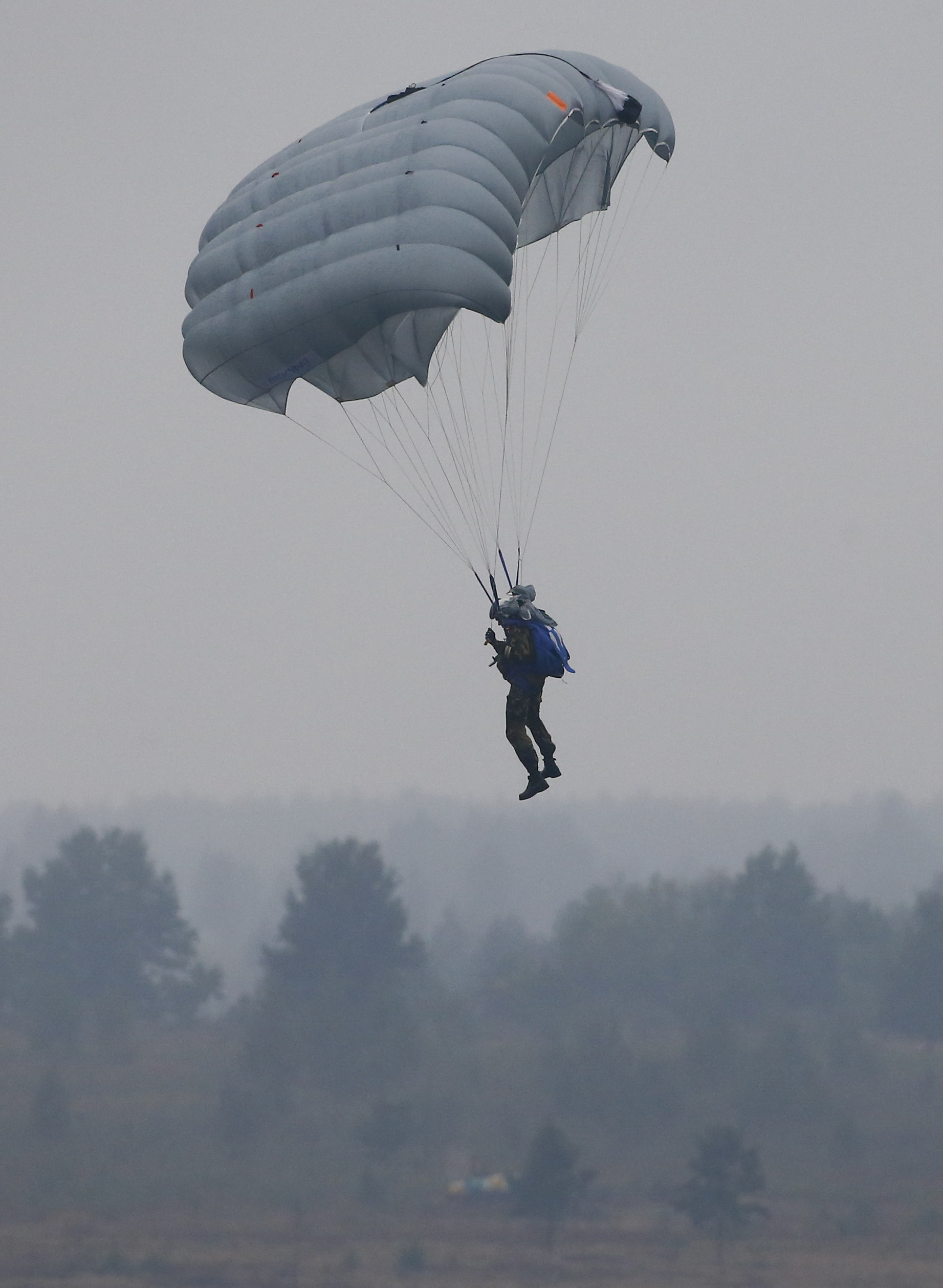 A parachuter descends before landing at a firing range during the Zapad-2017 war games, held by Russian and Belarussian servicemen, outside the town of Ruzhany in Belarus, September 17, 2017.