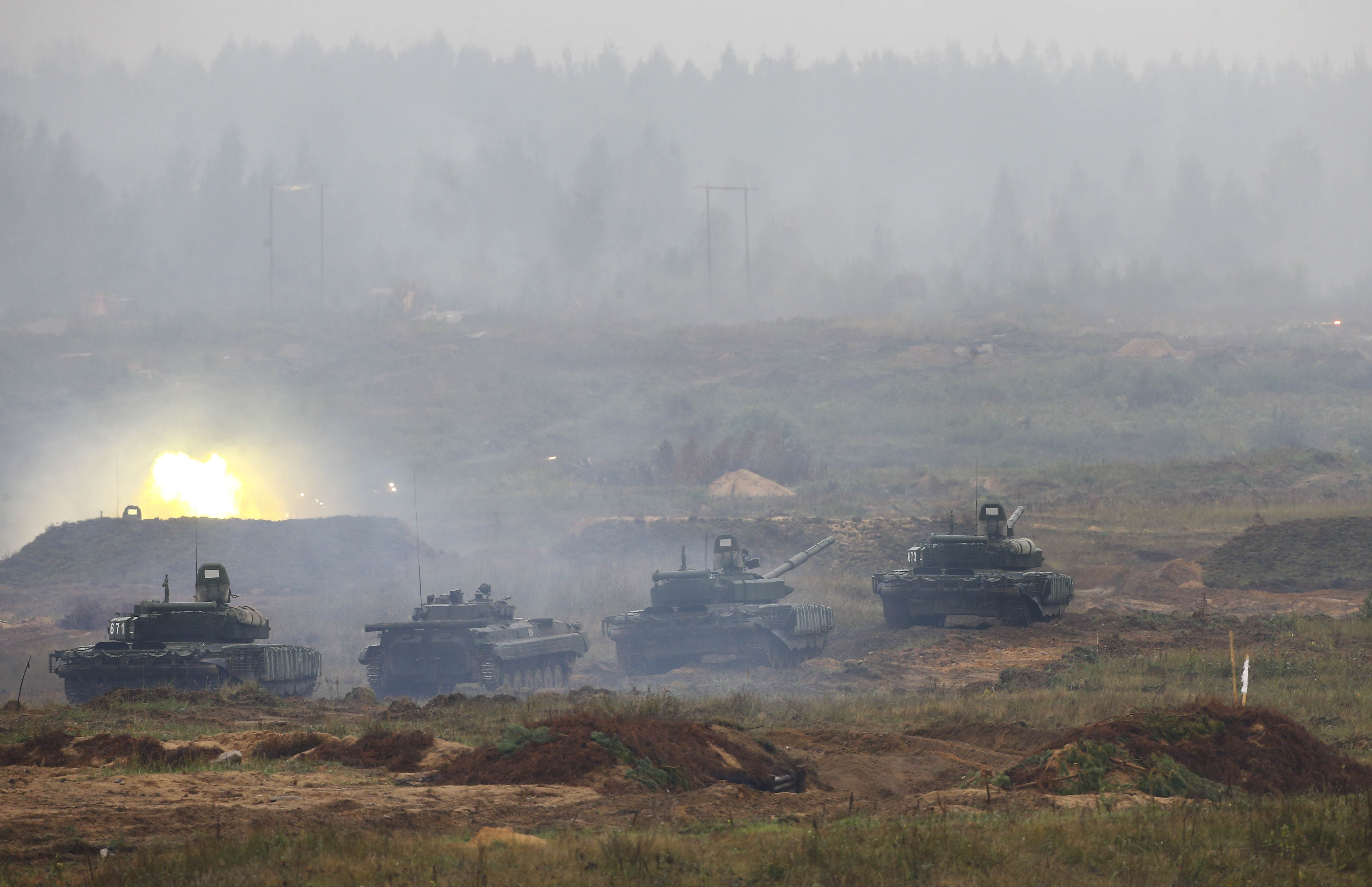 Tanks and an armoured vehicle take part in the Zapad 2017 war games at a range near the town of Borisov, Belarus September 20, 2017. REUTERS/Vasily Fedosenko