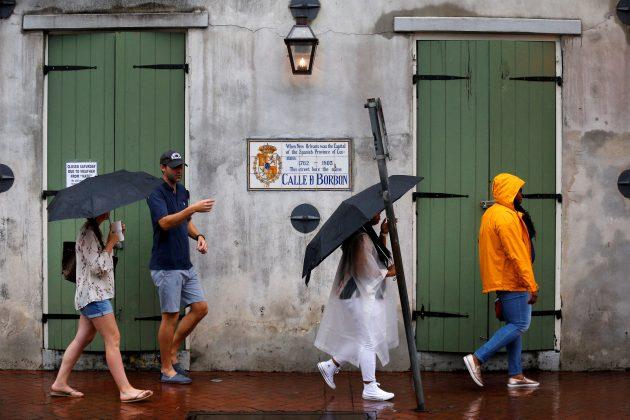 Weakening Nate brings rain, tornado warnings to U.S. South