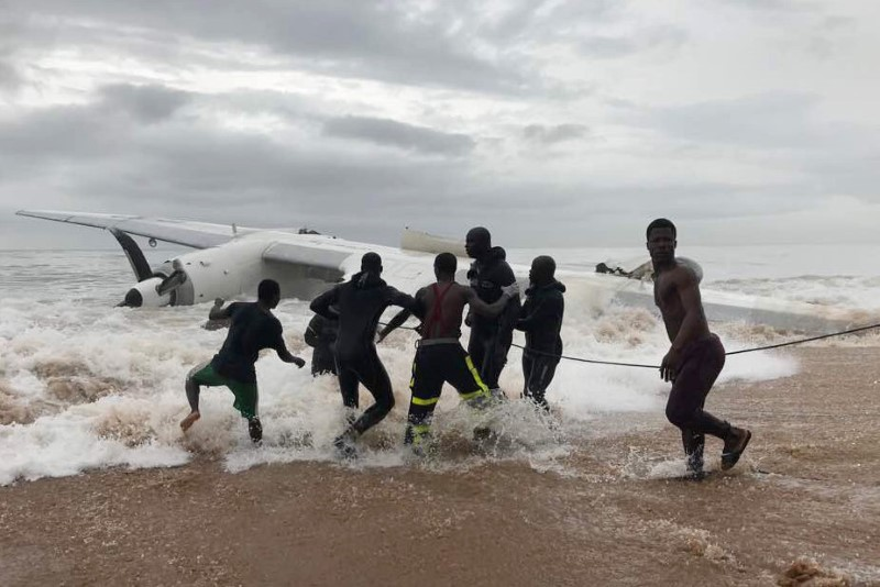 People pull the wreckage of a propeller-engine cargo plane after it crashed in the sea near the international airport in Ivory Coast's main city, Abidjan, October 14, 2017. REUTERS/Ange Aboa