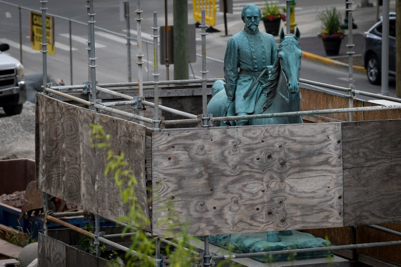 Kentucky city removes two Confederate statues