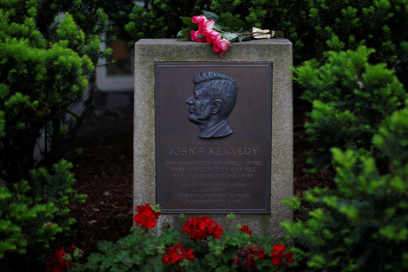 Roses lie on a marker outside the home where President John F. Kennedy was born 100 years ago on May 29, 1917, in Brookline, Massachusetts, U.S., May 29, 2017. REUTERS/Brian Snyder