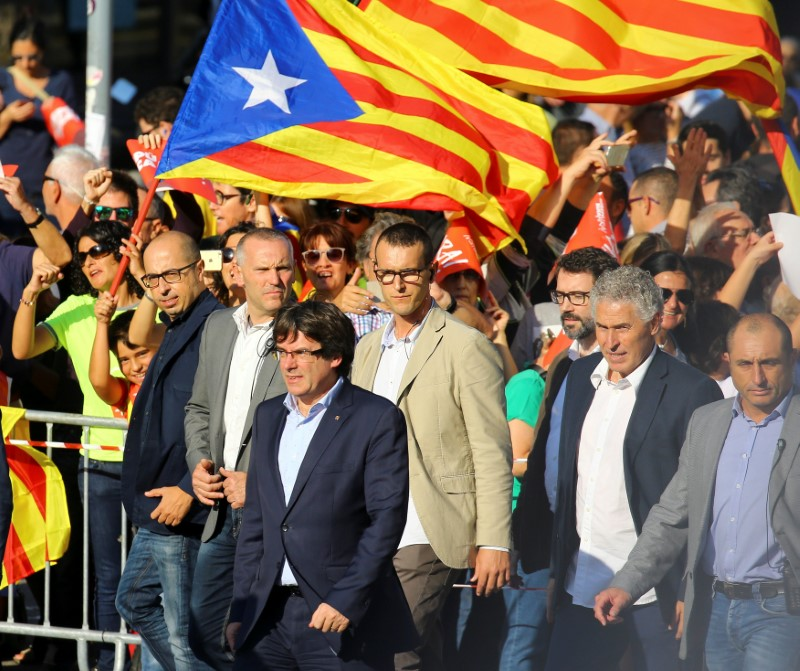 Spain to sack Catalan government in bid to end secessionist crisis