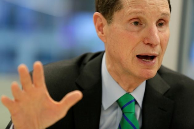 Senators push bill requiring warrant for U.S. data under spy law
