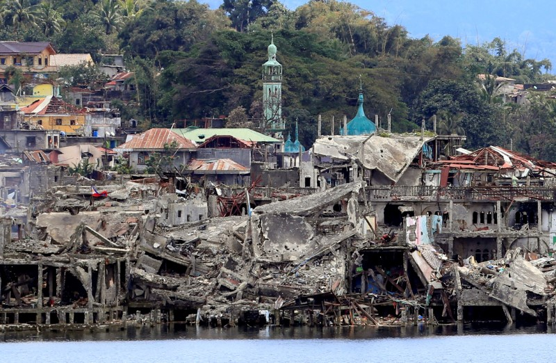 Families returning to ruined Philippine city taught to identify bombs