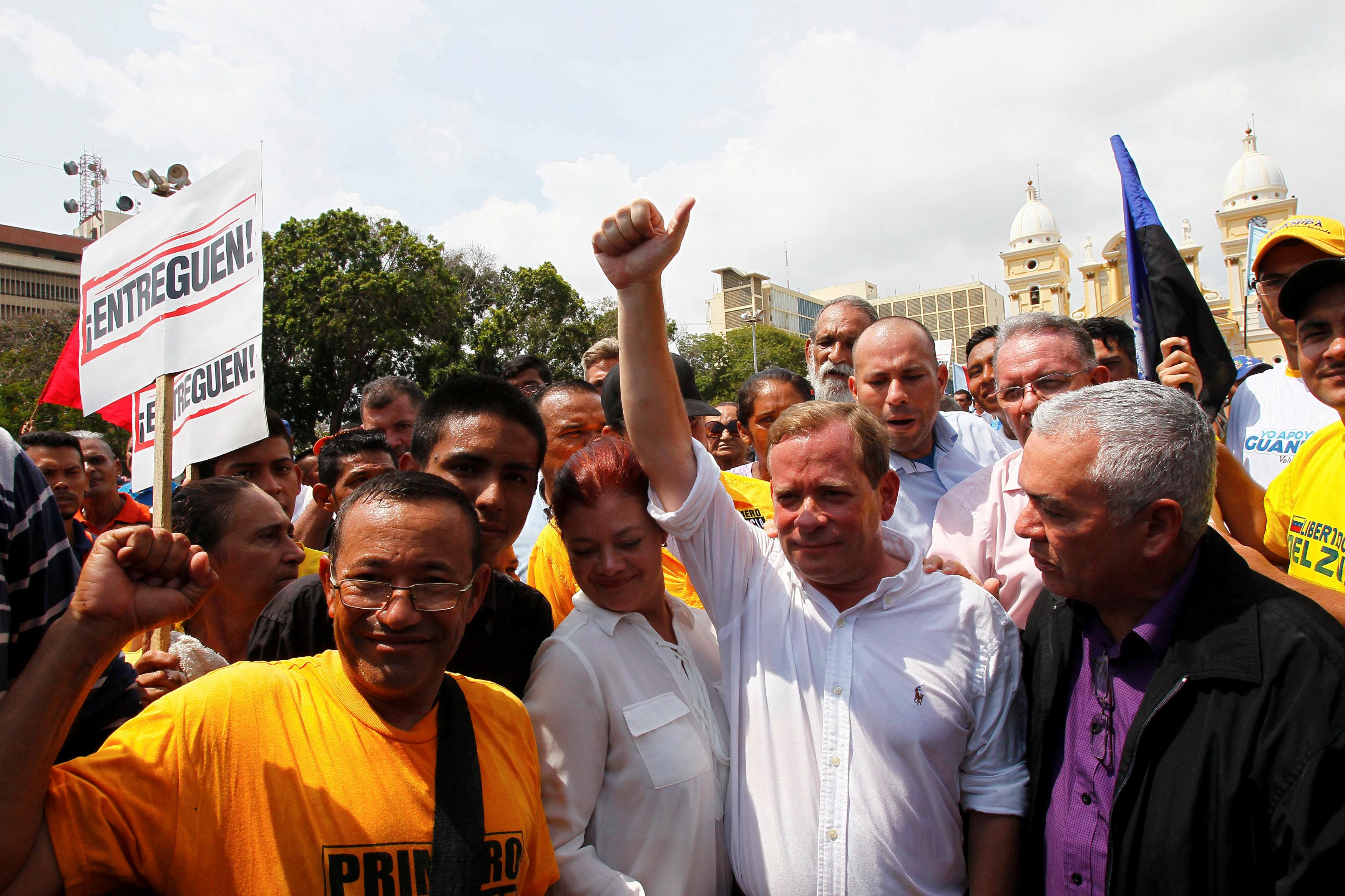 Venezuelan anti-Maduro governor sacked, opposition in chaos