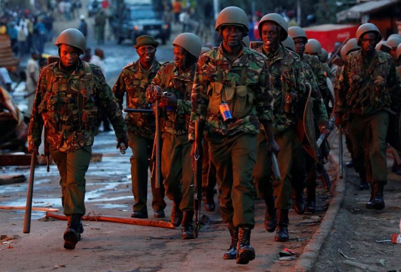 Anti riot police are deployed to disperse rioters in Kawangware slums in Nairobi, Kenya October 27, 2017. REUTERS/Thomas Mukoya