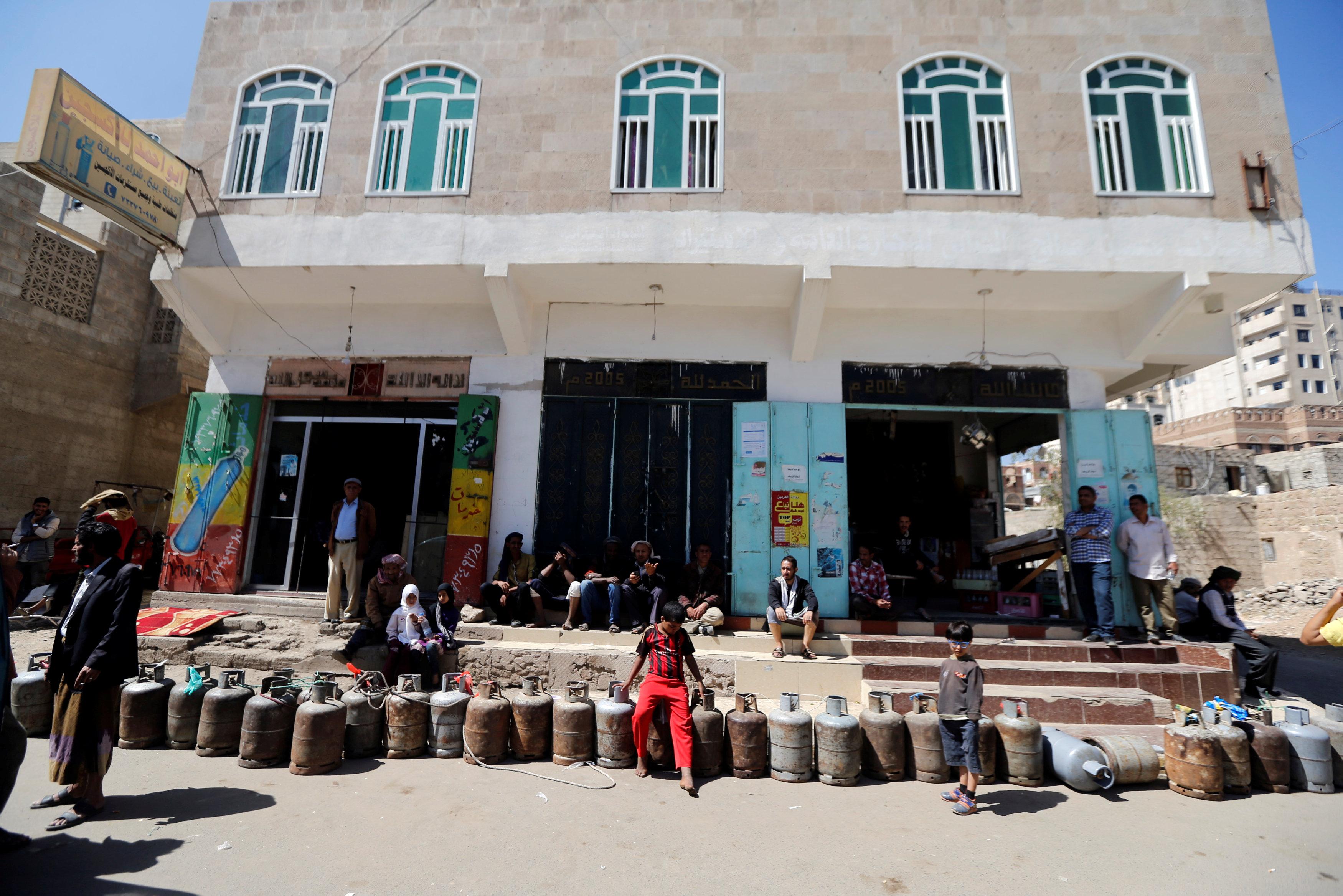 U.N. pleads for end of Yemen blockade or 'untold thousands' will die