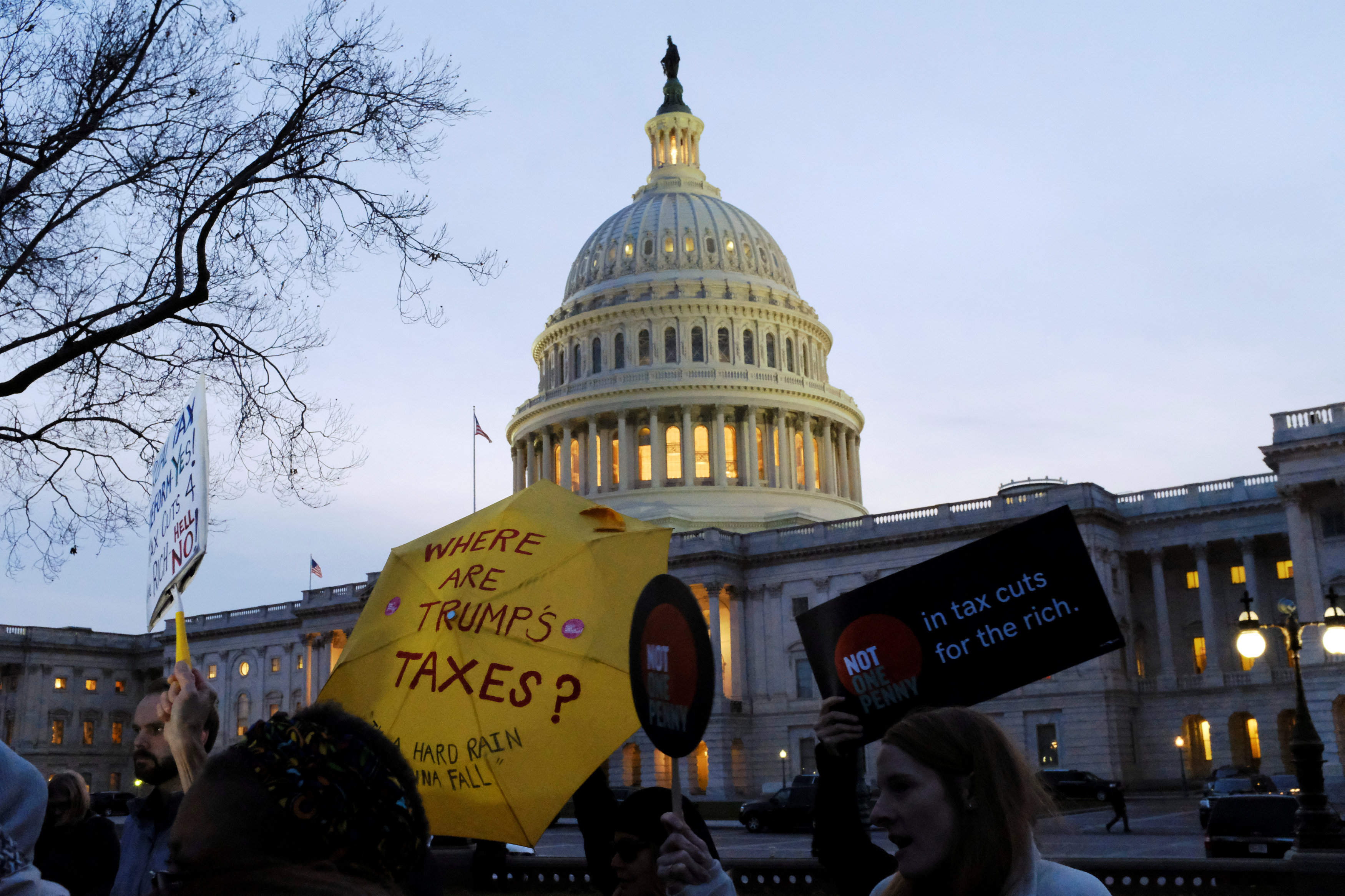 Senate grapples with tax cut plan's impact on federal deficit