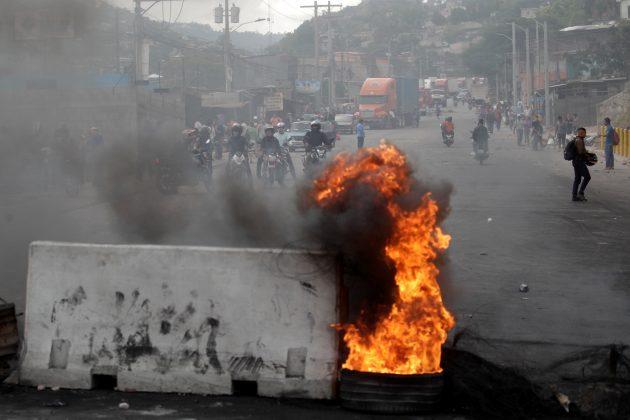 Honduras awaits presidential vote count as army enforces curfew