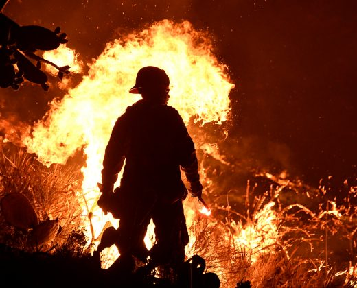 Unrelenting California wildfire threatens thousands of homes