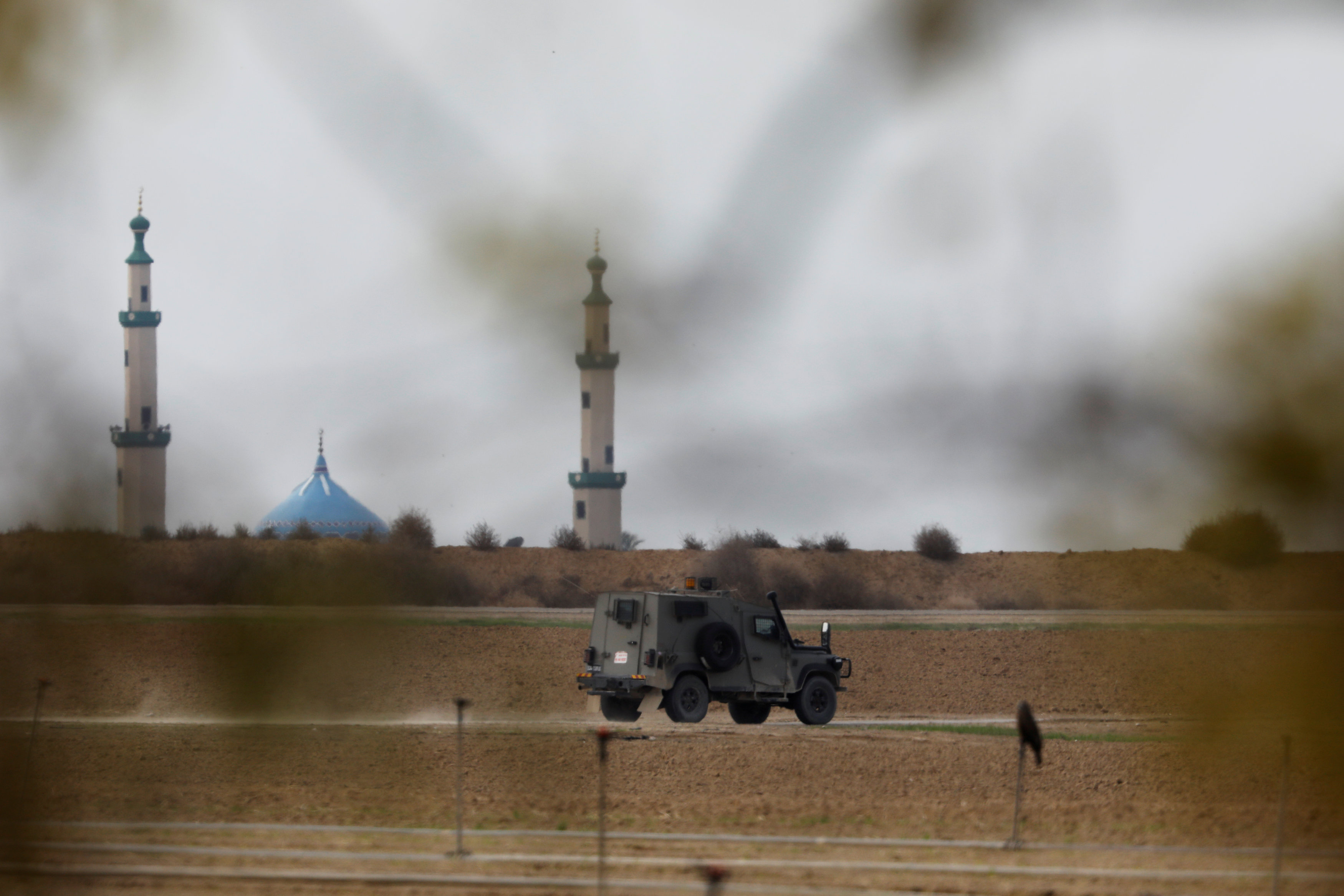Israel closes Gaza border crossings after Palestinian rocket strikes