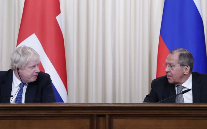 Russian Foreign Minister Sergei Lavrov (R) and British Foreign Secretary Boris Johnson attend a news conference following their talks in Moscow, Russia December 22,