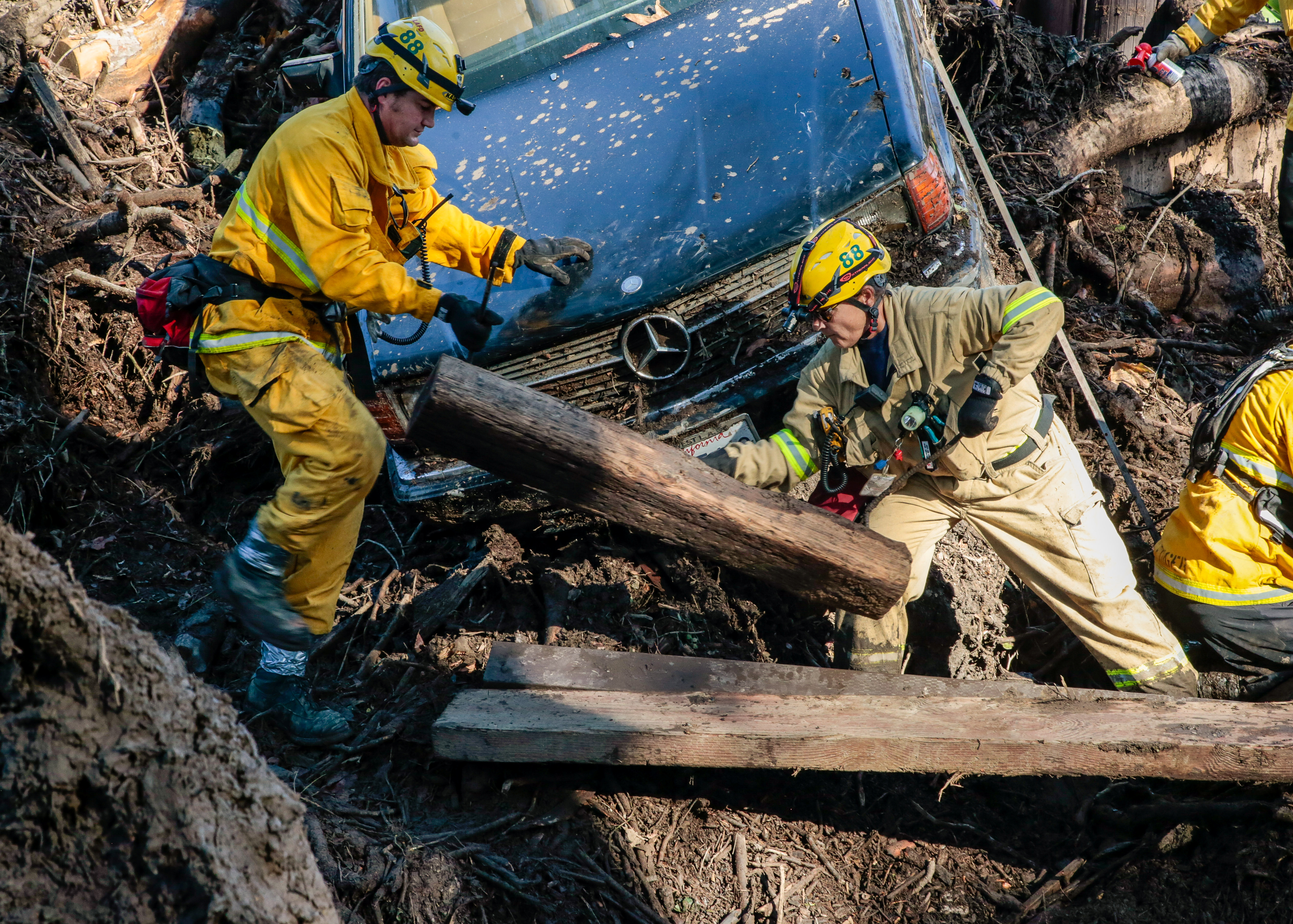 Rescue workers scour through cars for missing persons after a mudslide in Montecito, California, U.S. January 12, 2018. REUTERS/Kyle Grillot