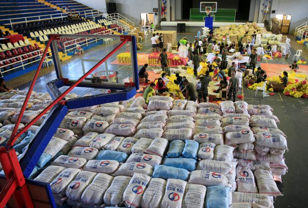 Soldiers and civilians prepare relief goods to be distributed to evacuees who are affected by the eruption of Mount Mayon volcano, in Legazpi city, Albay province, Philippines January 26, 2018. REUTERS/Romeo Ranoco