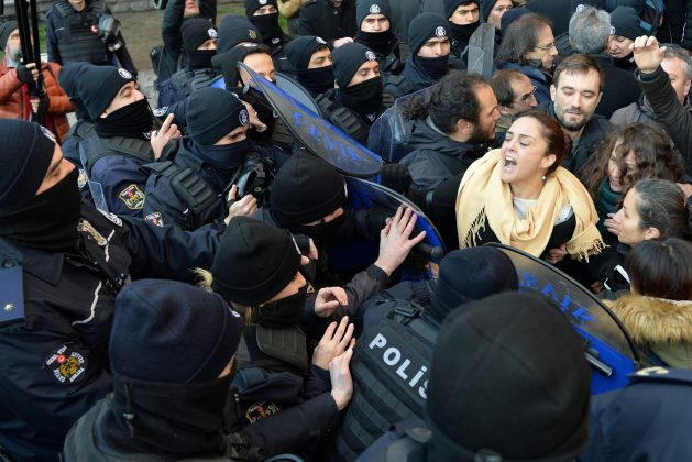 Demonstrators scuffle with riot police during a protest against detention of the head of the Turkish Medical Association (TTB) and 10 other leaders of theÊdoctors' union, in Ankara, Turkey January 30, 2018.