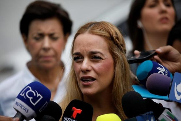Lilian Tintori, wife of opposition leader Leopoldo Lopez, makes declarations to the media after casting her vote during a nationwide election for new governors in Caracas, Venezuela, October 15, 2017. REUTERS/Carlos Garcia Rawlins