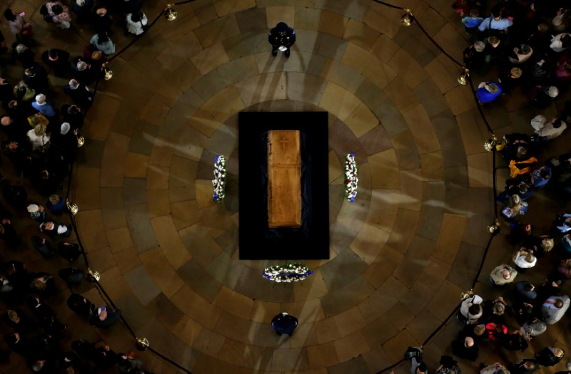 Members of the public visit the late U.S. evangelist Billy Graham as he lies in honor in the Rotunda of the U.S. Capitol in Washington, U.S. February 28, 2018. REUTERS/Leah Millis