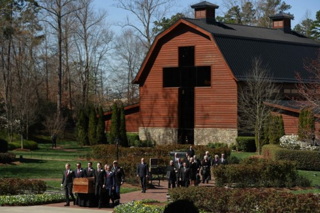 The casket is carried during the funeral service for U.S. evangelist Billy Graham at the Billy Graham Library in Charlotte, North Carolina, U.S., March 2, 2018. REUTERS/Chris Keane