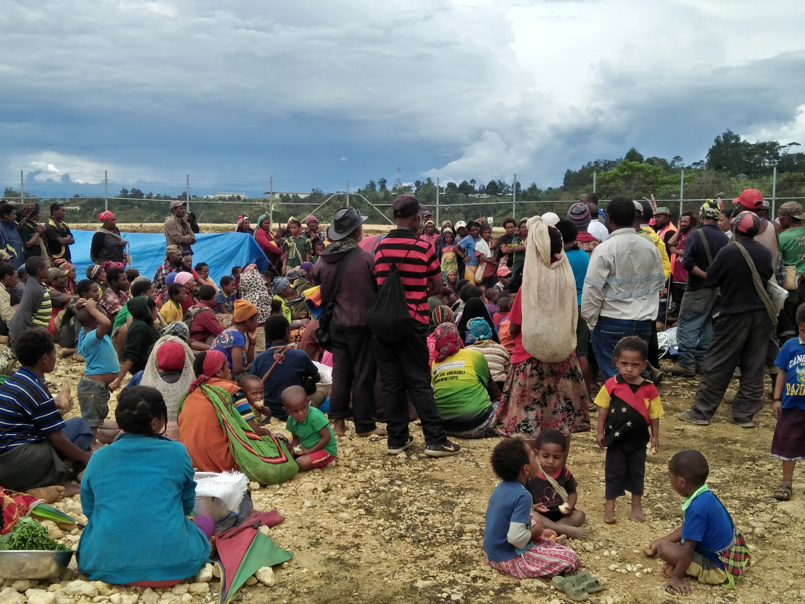 People displaced by an earthquake gather at a relief centre in the central highlands of Papua New Guinea March 1, 2018. Milton Kwaipo/Caritas Australia/Handout via REUTERS