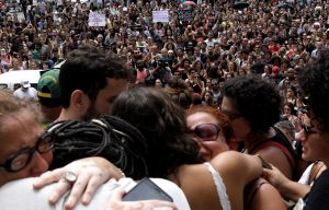 Demonstrators react outside the city council chamber ahead of the wake of Rio de Janeiro's city councillor Marielle Franco, 38, who was shot dead, in Rio de Janeiro, Brazil March 15, 2018. REUTERS/Ricardo Moraes