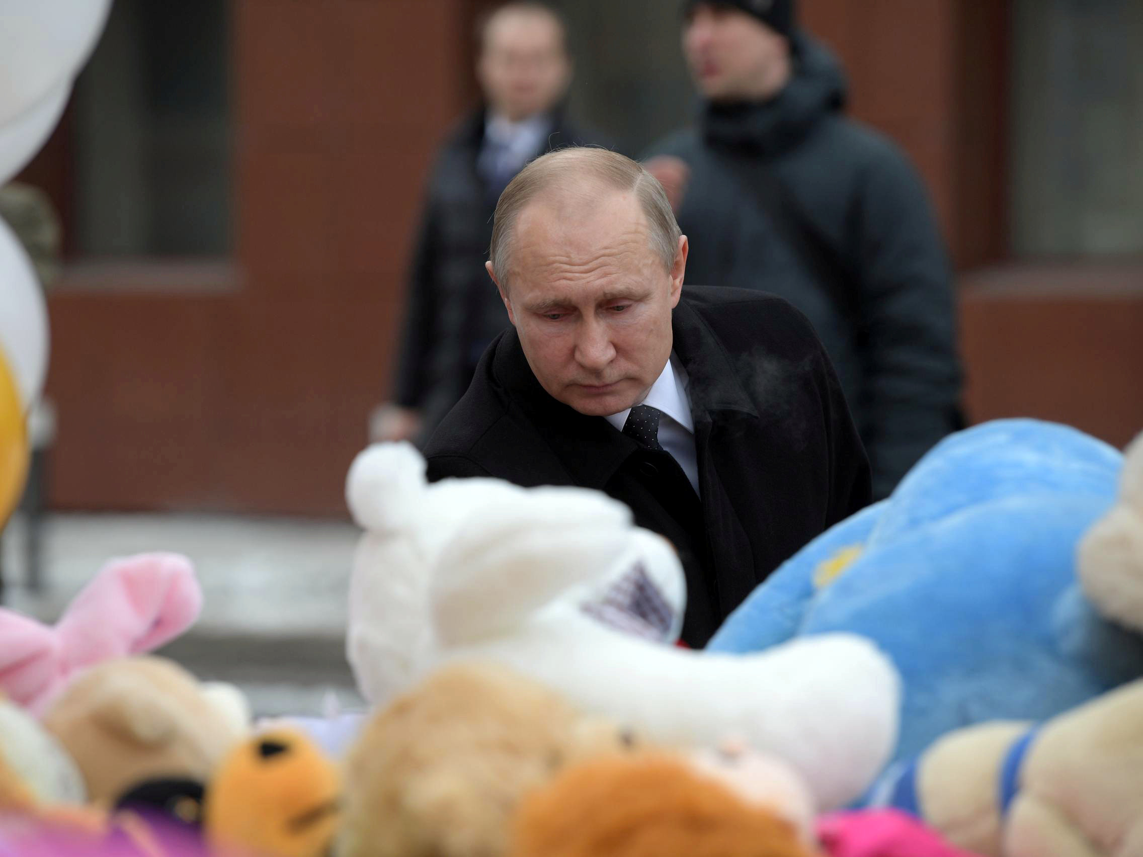Russian President Vladimir Putin visits the site of fire, that killed at least 64 people at a busy shopping mall, in Kemerovo, Russia March 27, 2018. Sputnik/Alexei Druzhinin/Kremlin via REUTERS