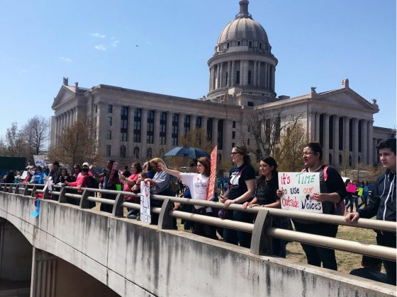 As their walk-out for higher wages and increased education spending enters its second week, teachers rally outside the Oklahoma Capitol in Oklahoma City, Oklahoma, U.S. April 9, 2018. REUTERS/Heide Brandes