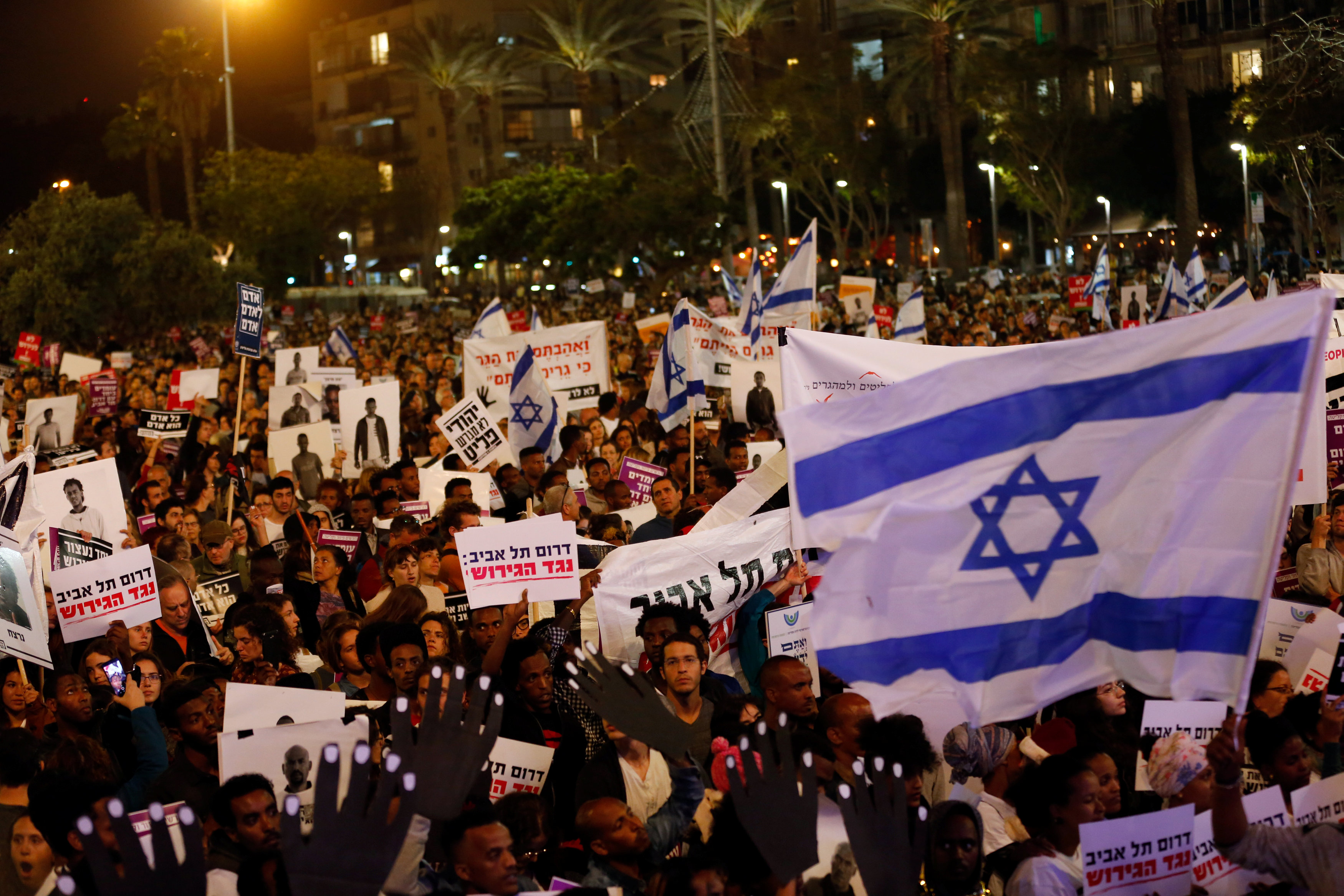 Pepole take part in a protest against the Israeli government's plan to deport African migrants, in Tel Aviv, Israel March 24, 2018. REUTERS/Corinna Ker