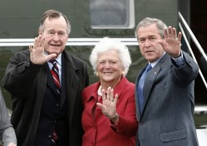 FILE PHOTO: U.S. President George W. Bush (R) waves alongside his parents, former President George Bush and former first lady Barbara Bush upon their arrival Fort Hood, Texas, April 8, 2007. REUTERS/Jason Reed /File Photo