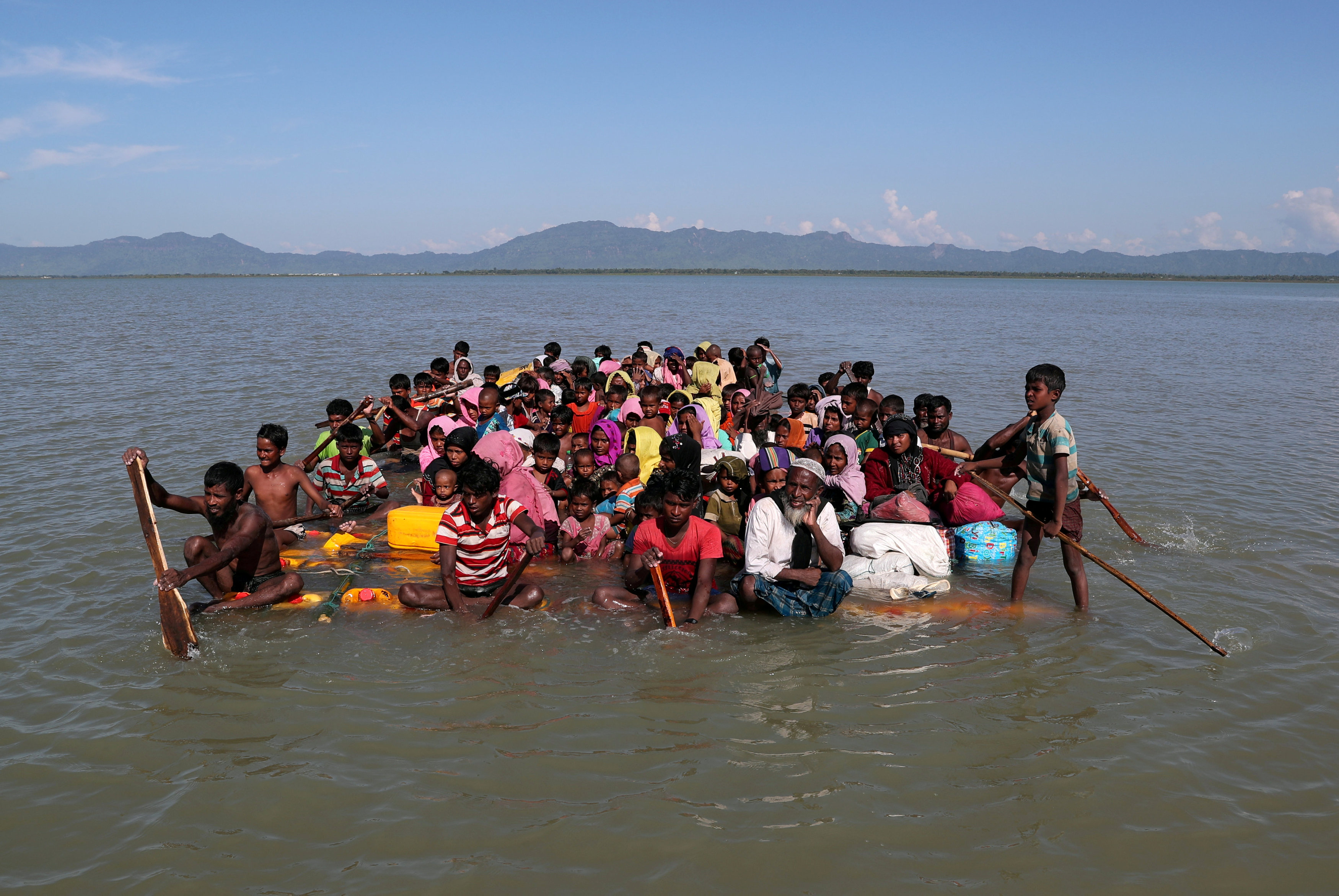 FILE PHOTO: Rohingya refugees cross the Naf River with an improvised raft to reach to Bangladesh at Sabrang near Teknaf, Bangladesh November 10, 2017. REUTERS/Mohammad Ponir Hossain/File Photo