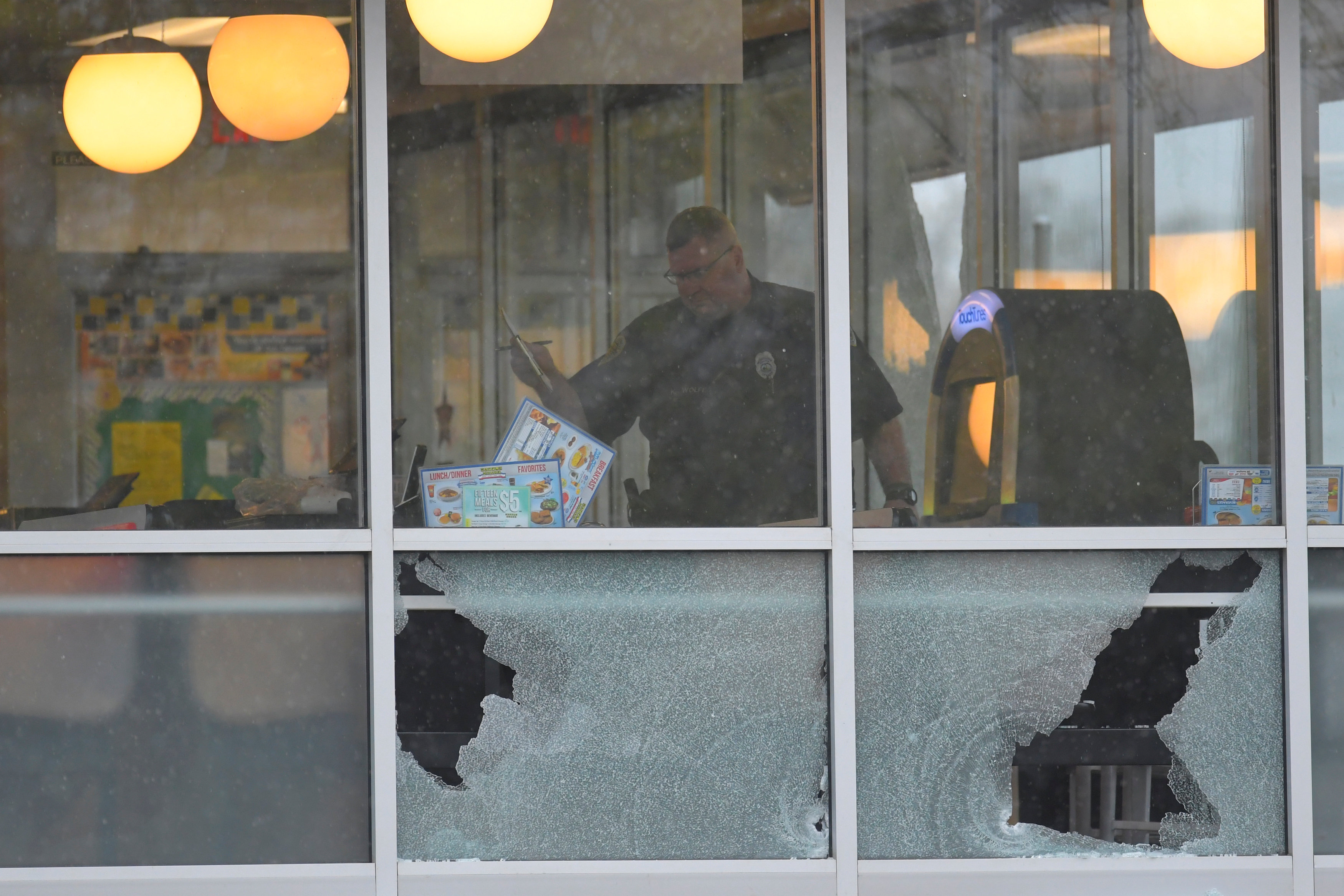 FILE PHOTO: Metro Davidson County Police inspect the scene of a fatal shooting at a Waffle House restaurant near Nashville, Tennessee, U.S., April 22, 2018. REUTERS/Harrison McClary