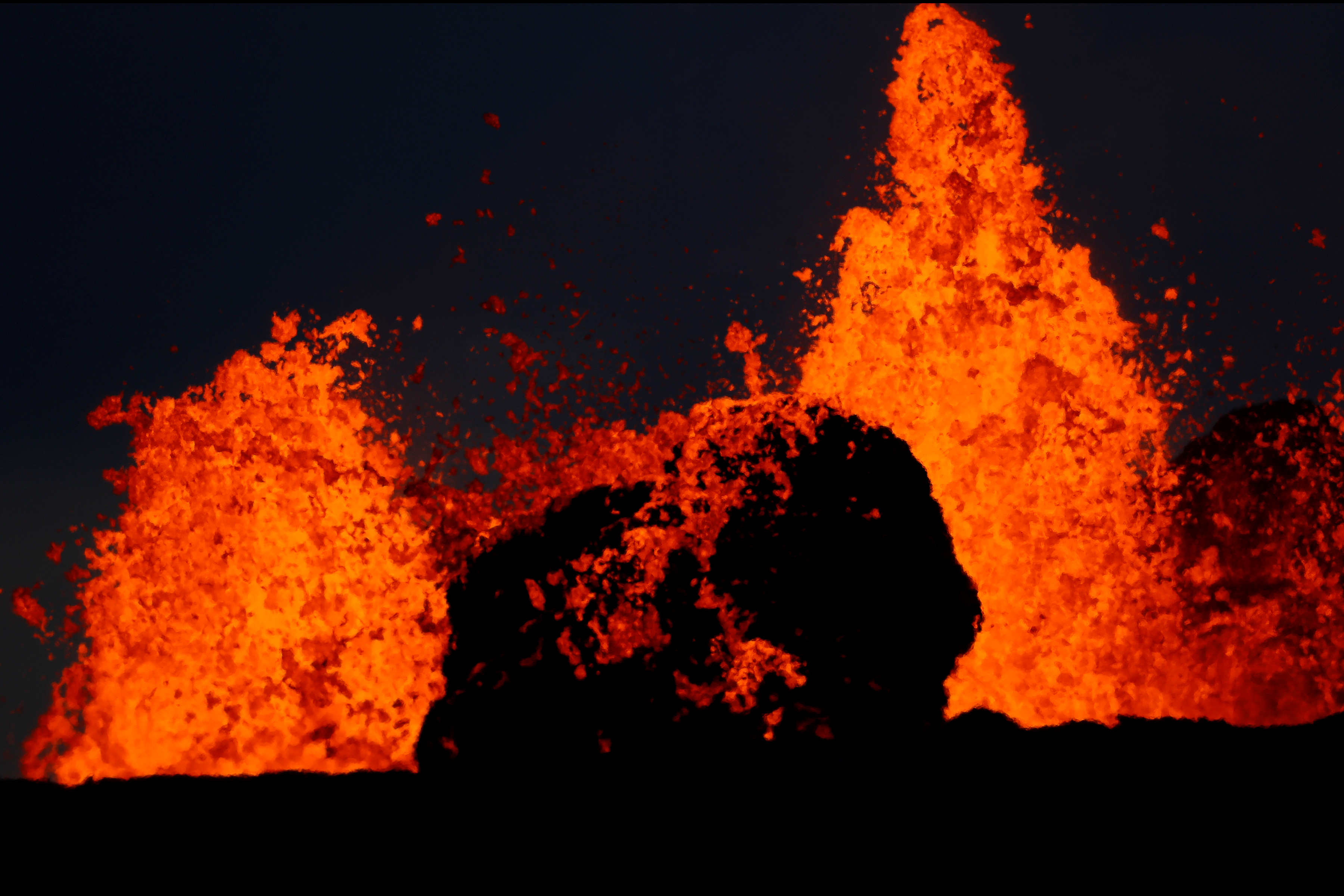 Lava from the Kilauea volcano shoots out of a fissure, in the Leilani Estates near Pahoa, May 26, 2018. REUTERS/Marco Garci