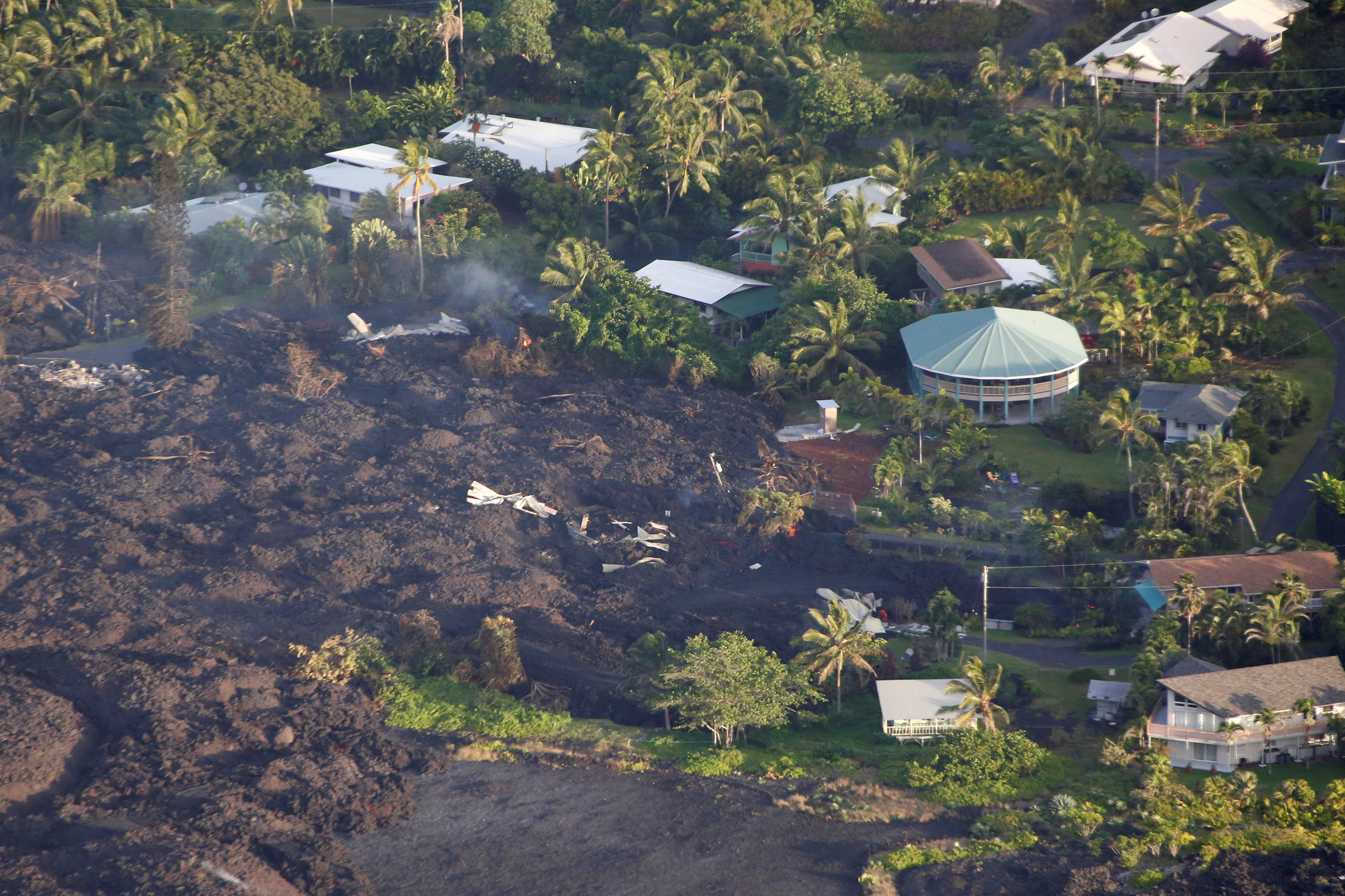 Lava destroys homes in the Kapoho area, east of Pahoa, during ongoing eruptions of the Kilauea Volcano in Hawaii, U.S., June 5, 2018. REUTERS/Terray Sylvester