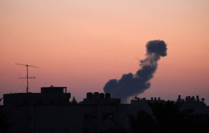 Smoke rises following an Israeli air strike in the central Gaza Strip June 20, 2018. REUTERS/Ibraheem Abu Mustafa