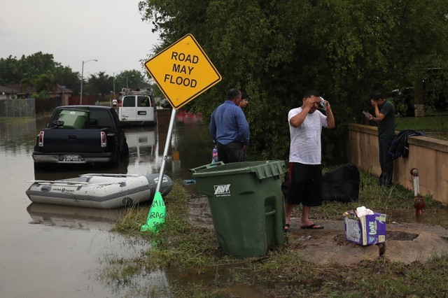 Residents make phone calls from high ground after heavy downpours unleashed flash floods in Mercedes, Texas, U.S., June 20, 2018. REUTERS/Adrees Latif