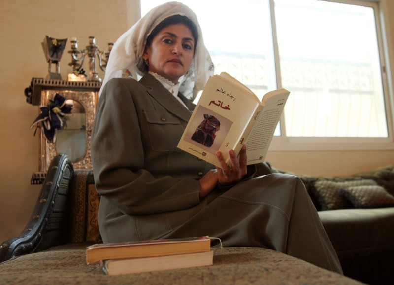 """FILE PHOTO: Hatoon Ajwad al-Fassi, author of """"Women in Pre-Islamic Arabia: Nabataea"""" looks at the camera during an interview at her residence in Riyadh April 20, 2008. REUTERS/Fahad Shadeed/File Photo"""